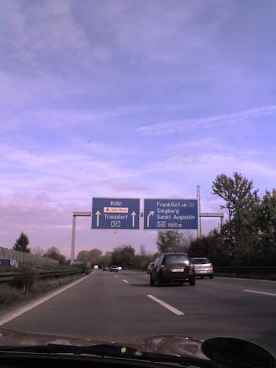 wie viele kilometer autobahn ohne geschwindigkeitsbegrenzung haben wir in deutschland. Black Bedroom Furniture Sets. Home Design Ideas